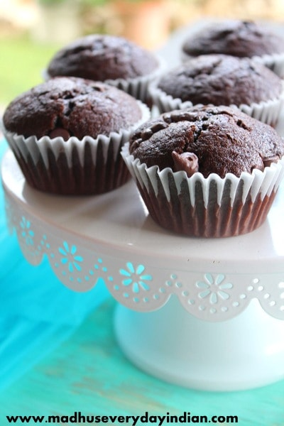 easy and moist chocolate cupcakes recipe