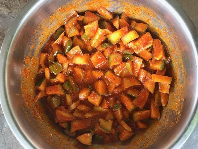 learn how to make mango pickle or avakaya