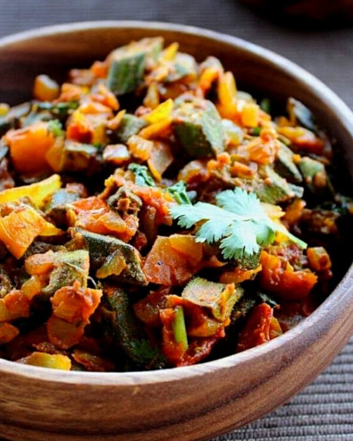 bhindi masala served in a wooden bowl.