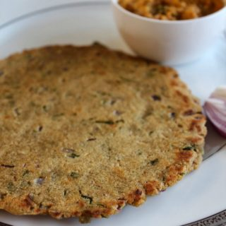 jowar rotti served with baingan and onion