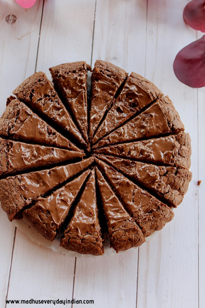 14 slices of nutella caked frosted with nutella