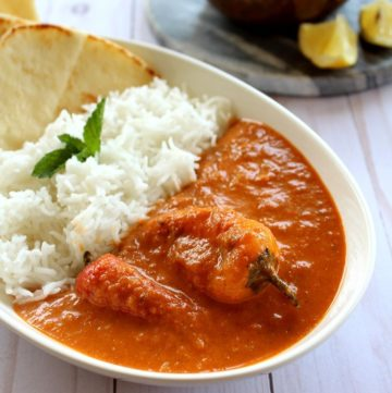 oconut bell pepper curry served with nan and rice