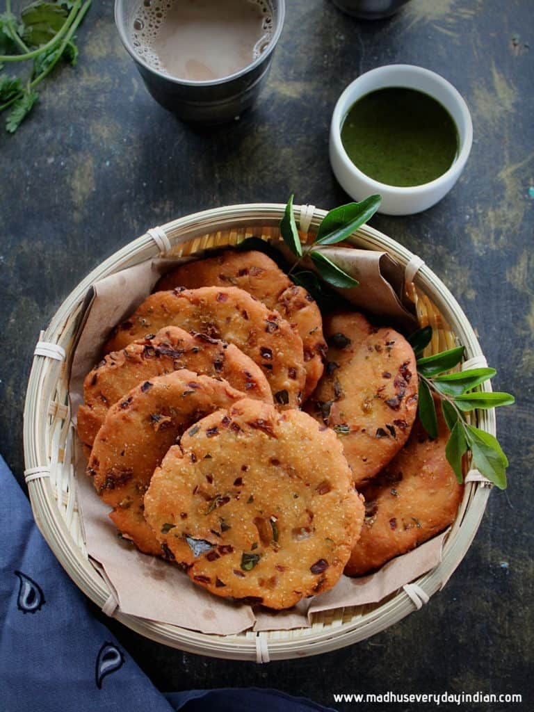maddur vada served in a small basket and served with coffee and green chutney
