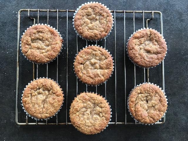 banana almond muffins resting