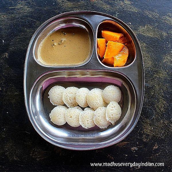mini idli served with chutney and mago