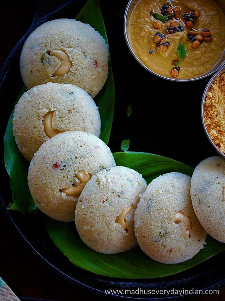 jowar isli arranged in a plate served with chutney