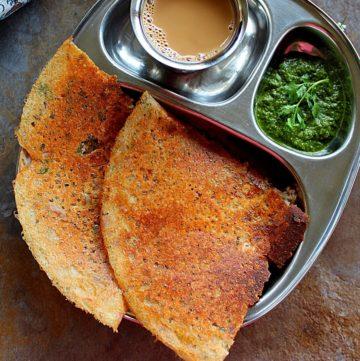 2 crispy instant jowar dosa served with chutney and coffee