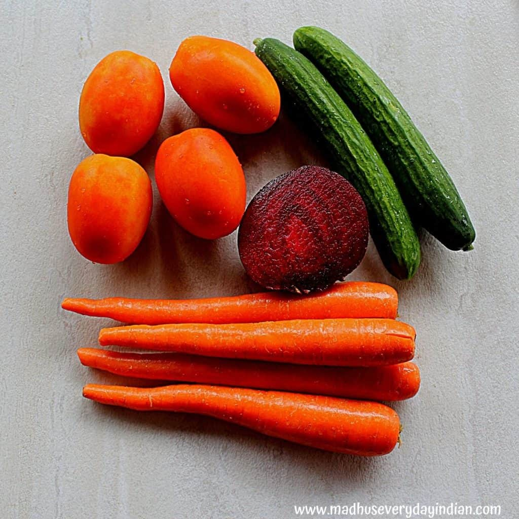 tomato, carrot, beet root carrot in the picture.