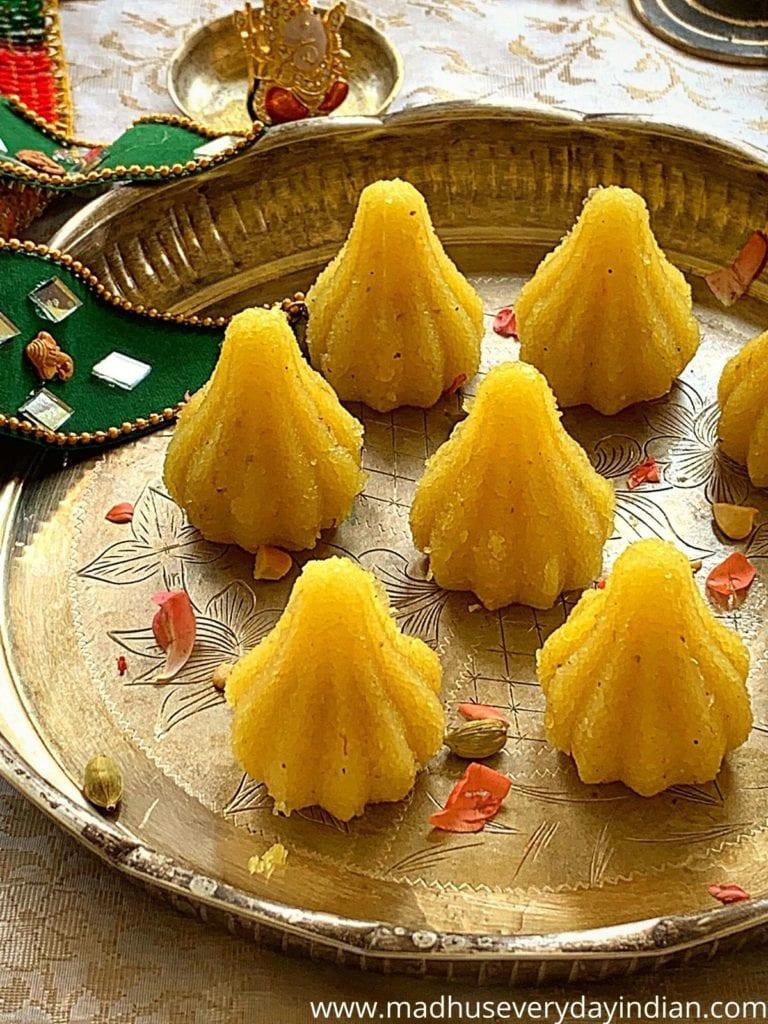 7 sheera maodak arranged in a silver plate