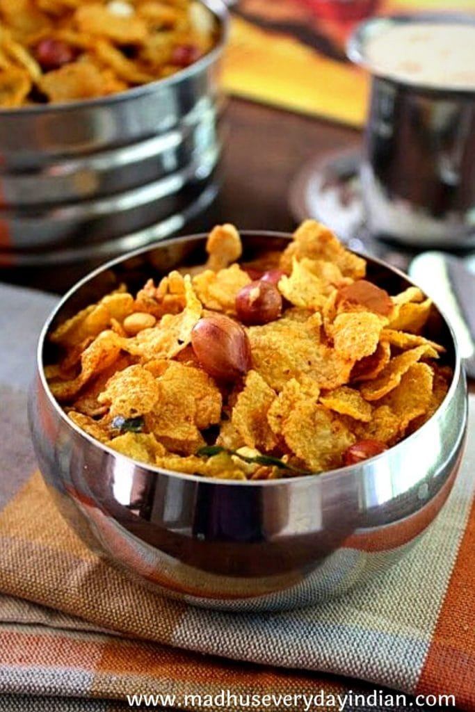 corn flakes namkeen chivda served in a glass bowl